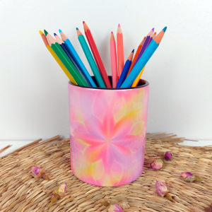 A source of happiness and enthusiasm pencil holder